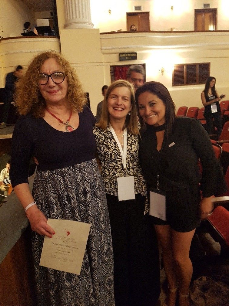 Veronica Balazs (LACVD diplomate), Mandy Burrows (Chair of WAVD Scholarship Committee) and Veronica Pareja (Peter Ihrke Scholarship recipient)